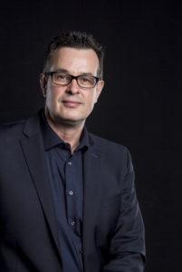 Elmar G. Arneitz | Kommunikations- und Körpersprachen-Koryphäe. DE